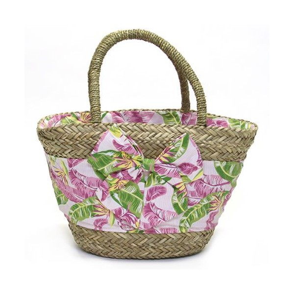 Rosa beach basket and green leaves