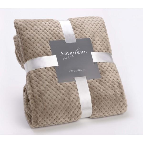 Manta muy suave al tacto, con relieve en forma de ajedrez. Ideal para tu sillón para un pie de cama.