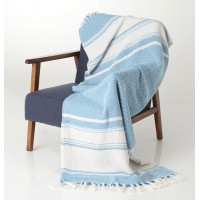 Manta muy suave al tacto, en color beige y azul. Ideal para tu sillón para un pie de cama. 100% algodón.