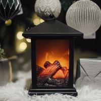 Farol navideño efecto chimenea leña con luz 15x15x23h cm